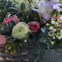 diy flowers for mum, make mum an arrangement for mother's day, pins petals powder, victoria forshaw